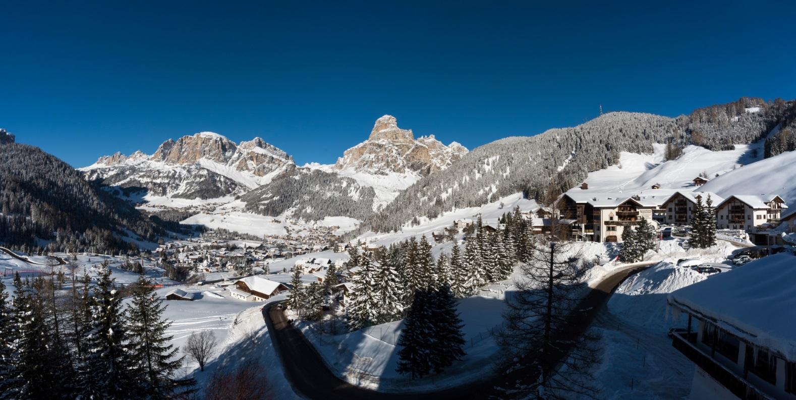 5b0fbc0a0a5eea Das Gadertal mit seinen über 1.200 Pistenkilometern gehört zu den  beliebtesten Wintersport-Adressen in Südtirol. Mitten in der magischen Welt  der Dolomiten ...